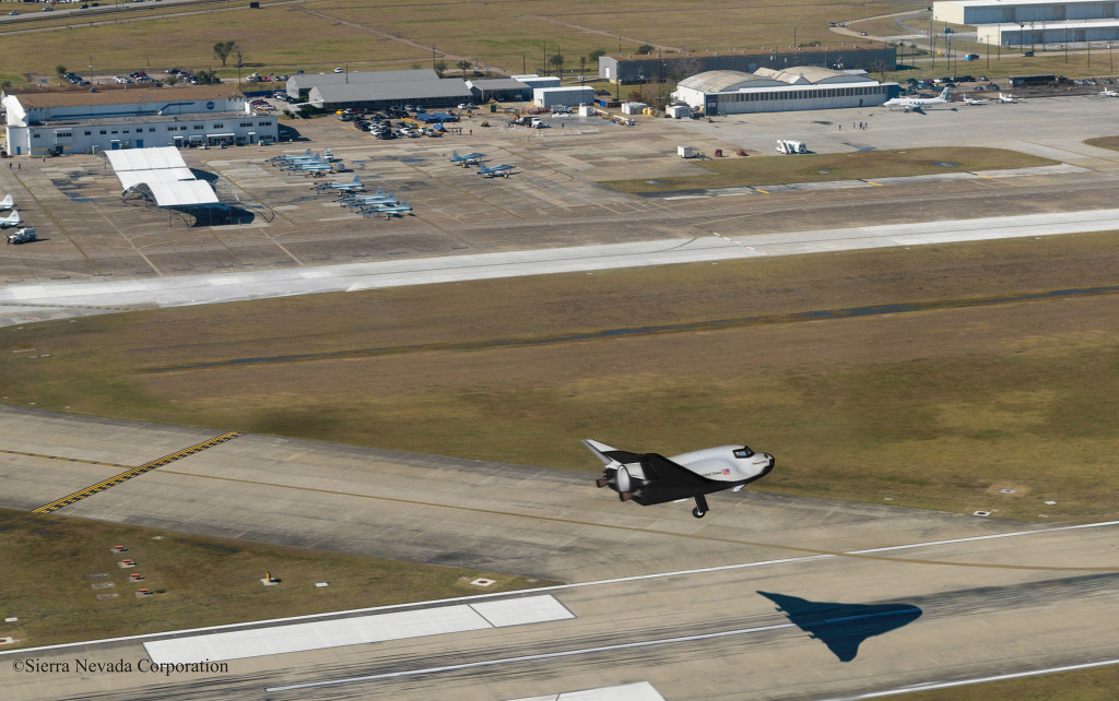 Conceptualized image of SNC's Dream Chaser® spacecraft landing on the runway at Houston's Ellington Field. Image Source: Sierra Nevada Corp.