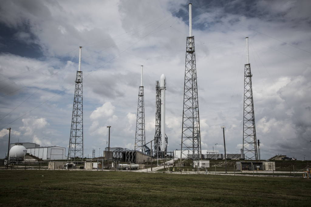 A SpaceX Falcon 9 rocket with its ORBCOMM OG2 payload. Image Source: SpaceX