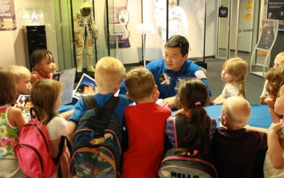 NASA astronaut Leroy Chiao, Ph.D., will be on hand to meet the public and sign autographs at Space Foundation's Discovery Center on October 9. Image Credit: Space Foundation