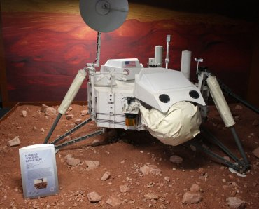 The Mars Viking Lander exhibit at the Discovery Center. Image Credit: Space Foundation