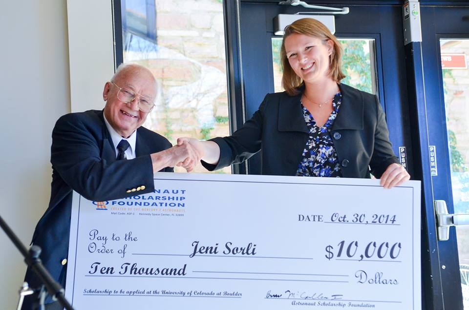 Former NASA astronaut Bruce McCandless presents University of Colorado Boulder senior Jeni Sorli with a $10,000 scholarship from the Astronaut Scholarship Foundation. Image Credit: Astronaut Scholarship Foundation