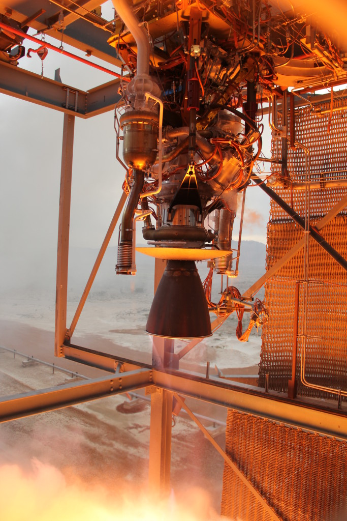 Blue Origin's BE-3 engine throttles to its maximum 110,000-lbf thrust during acceptance testing at the company's dedicated facility in West Texas. Image Credit: Blue Origin