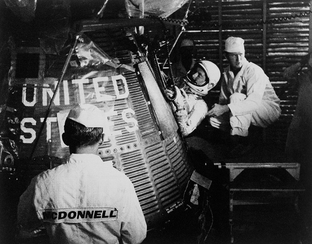 Astronaut M. Scott Carpenter is inserted inside his Aurora 7 spacecraft, before the launch of the Mercury-Atlas 7 (MA-7) mission. Image credit: NASA