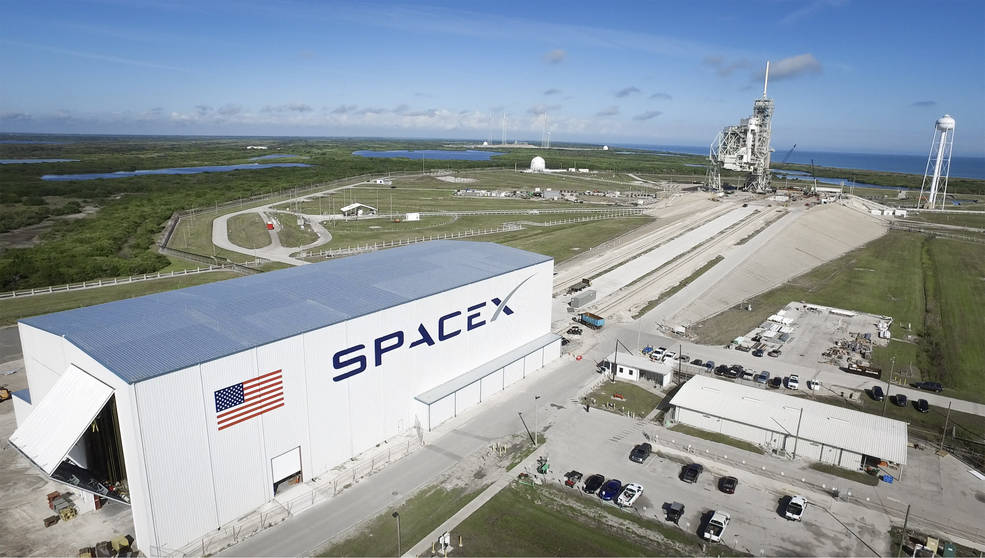 Launch Pad 39A at NASA's Kennedy Space Center in Florida undergoes modifications by SpaceX to adapt it to the needs of the company's Falcon 9 and Falcon Heavy rockets, which are slated to lift off from the historic pad in the near future. A horizontal integration facility has been constructed near the perimeter of the pad where rockets will be processed for launch prior of rolling out to the top of the pad structure for liftoff. SpaceX anticipates using the launch pad for its Crew Dragon spacecraft for missions to the International Space Station in partnership with NASA's Commercial Crew Program. Image Credit: SpaceX