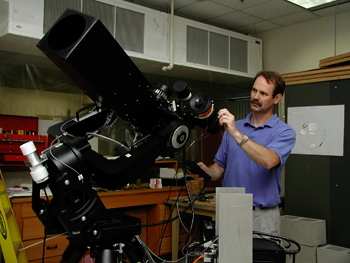 Tim Brown at HAO in 2001 with the specialized STARE (Stellar Astrophysics and Research on Exoplanets) telescope that he used to detect the dimming caused when a planet transits, or crosses in front of, its parent star. Image Credit: UCAR/Carlye Calvin