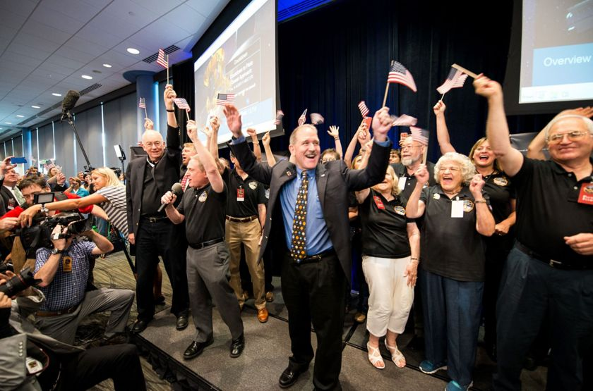 Alan Stern and New Horizons team celebrate historic Pluto flyby. Image Credit: Navid Baraty / The Planetary Society